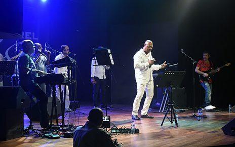 Thierry Benoit (au piano) en concert, le 21 octobre 2017, sur la scène du Centre Sonis pour ses 40 ans